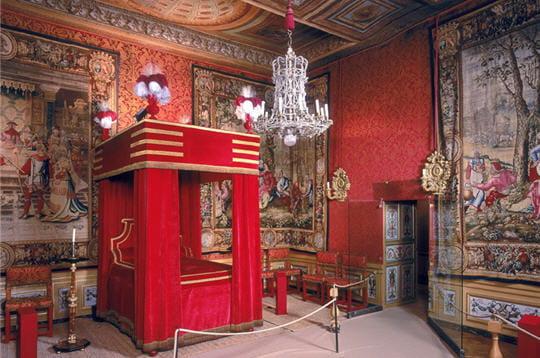 la chambre de fouquet est décorée d'une fresque au plafond représentantle