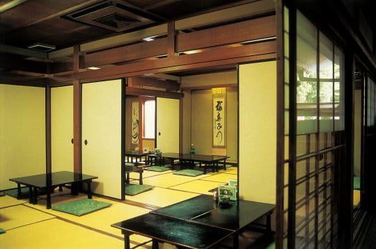 la maison du thé du temple Daitokuji, à Kyoto, respecte cependant l ...