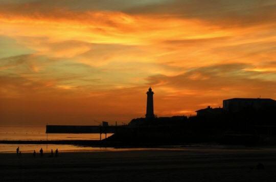 Coucher de soleil sur le phare les plus beaux couchers - Les plus beaux coucher de soleil sur la mer ...