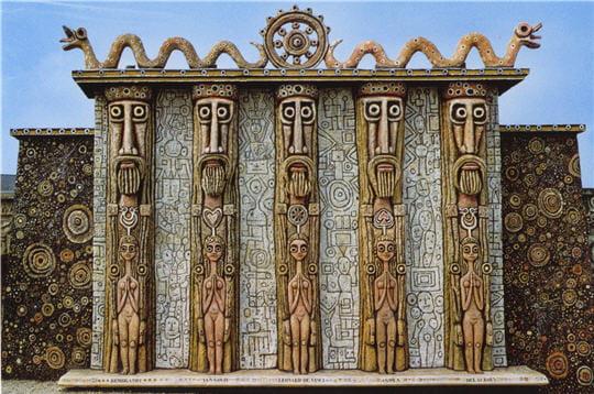cette façade appelée porte des géants,représente lescinqpères