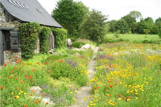 robert tatin aédifié lui-même ce musée dans le jardin de sa propriété. sa