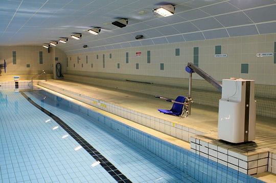 Accessible aux handicap s la piscine jean taris ve for Piscine jean taris
