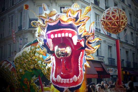 http://www.linternaute.com/sortir/magazine/photo/defile-du-nouvel-an-chinois-a-paris/image/nouvel-an-chinois-240372.jpg