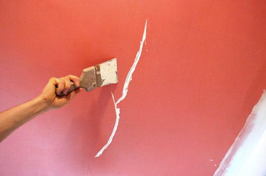 le couteau enduire colmater des fissures linternaute. Black Bedroom Furniture Sets. Home Design Ideas
