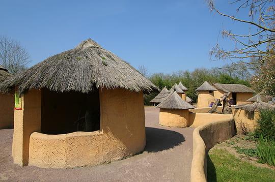 le village de brousse un safari aux portes de nantes linternaute. Black Bedroom Furniture Sets. Home Design Ideas