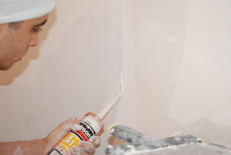 Enduire les angles enduire et repeindre murs et plafonds linternaute - Pistolet a enduire ...