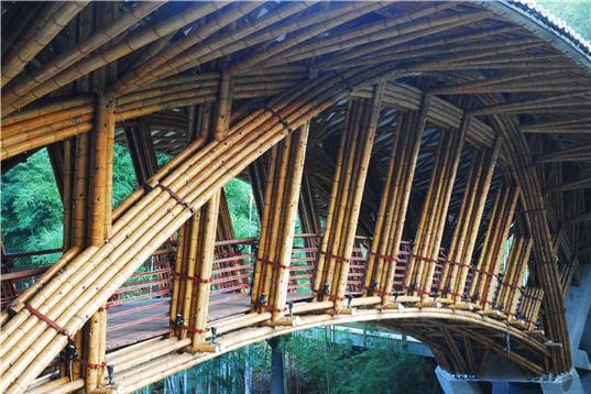 sur un pont de bambou l 39 alter architecture linternaute. Black Bedroom Furniture Sets. Home Design Ideas