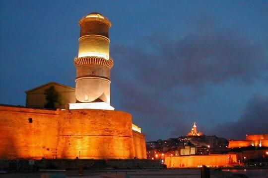 intégrée au fort saint-jean, la 'tour ronde' vit le jour en 1644, à la demande
