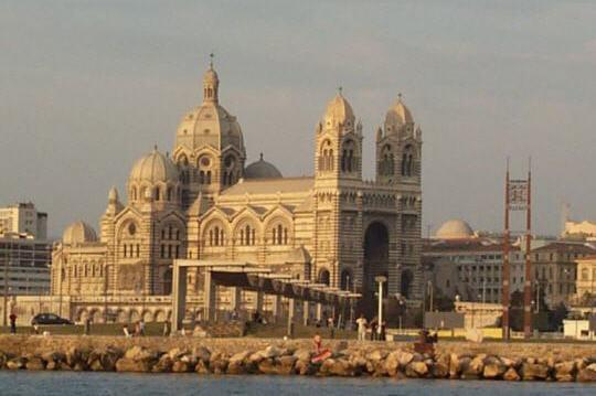 d'inspiration byzantine, cette cathédrale est l'un desplus importants