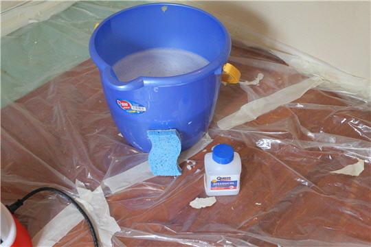 Dissoudre la colle d coller du papier peint linternaute for Decoller du papier peint sans decolleuse