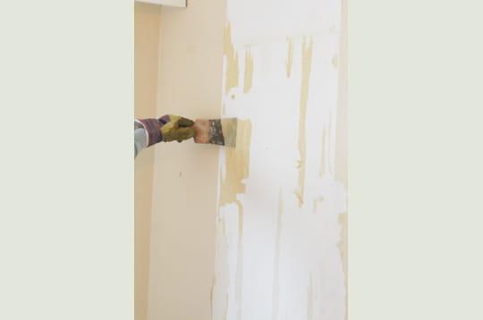 d collez la spatule d coller du papier peint linternaute. Black Bedroom Furniture Sets. Home Design Ideas