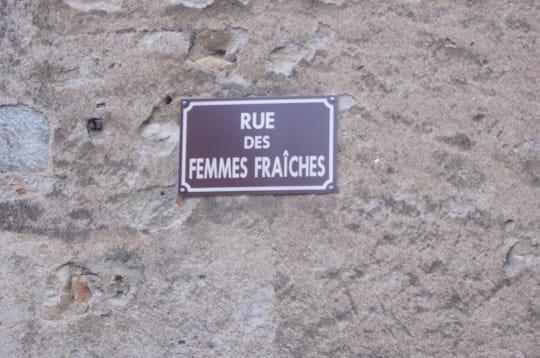 http://www.linternaute.com/humour/magazine/photo/noms-de-rues-insolites/image/femmes-253836.jpg