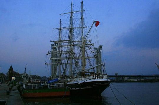 Navire chargé d'histoire