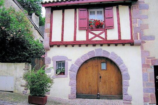 Architecture basque saint jean pied de port linternaute - Architecture maison basque ...