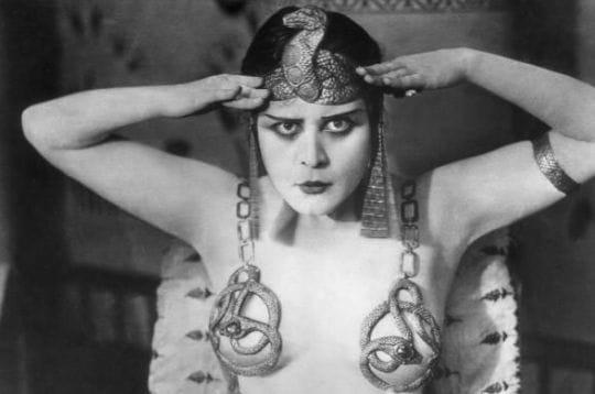 theda bara fut considérée comme la première vamp hollywoodienne. a l'époque du