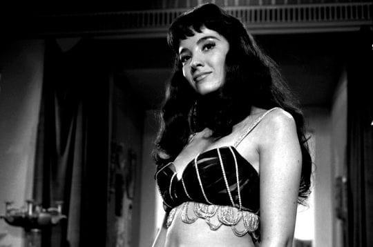 en 1960, juste avant de tourner dans alamo, l'actrice d'origine argentine linda