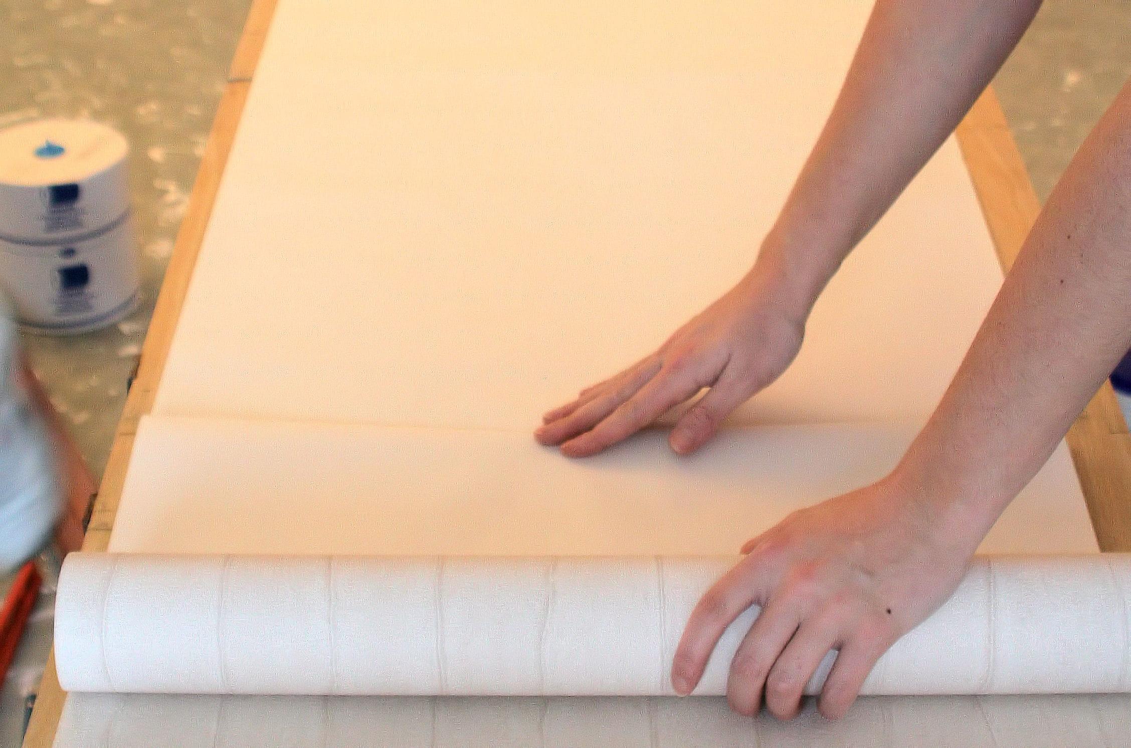mesurez la hauteur des l s poser du papier peint intiss linternaute. Black Bedroom Furniture Sets. Home Design Ideas