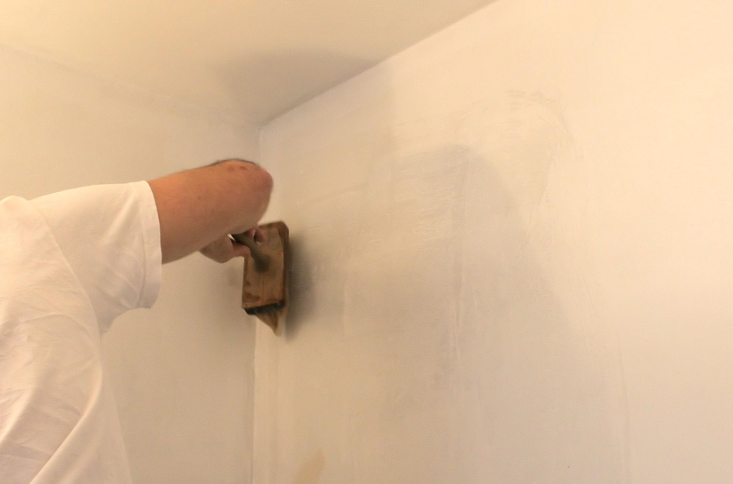 Appliquez la colle poser du papier peint intiss - Colle papier peint intisse ...