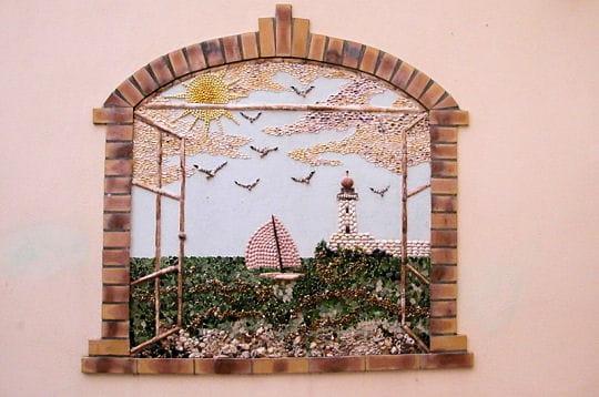 entre élément d'architecture et tableau, les fresques de l'île penotte jouent