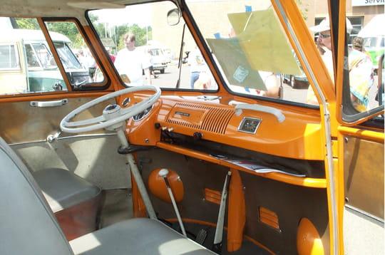 Un int rieur rustique tout sur le volkswagen combi for Interieur combi vw