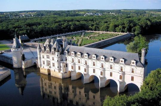 le château de chenonceau doit beaucoup de sa splendeur à ses célèbres
