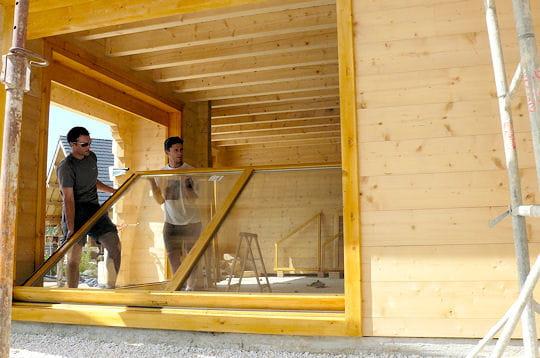 pose des baies vitr es comment sophie a construit son chalet linternaute. Black Bedroom Furniture Sets. Home Design Ideas