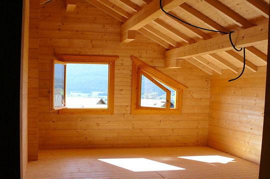 Mur Interieur En Bois Chalet : Le bois conf?re ? l'int?rieur du chalet une ambiance chaleureuse et