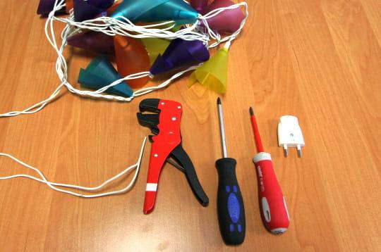 http://www.linternaute.com/bricolage/electricite/photo/changer-la-prise-d-une-lampe/image/fournitures-282997.jpg