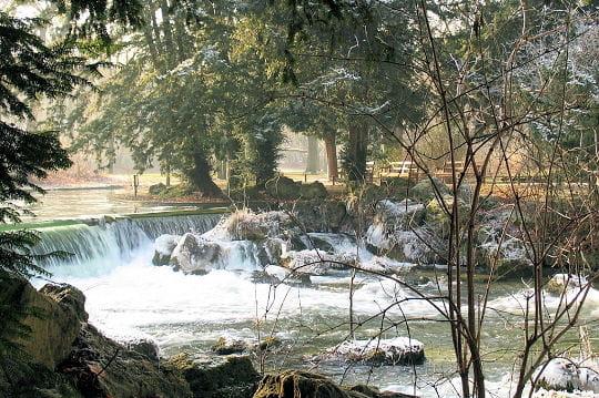 Cascades du jardin anglais munich l 39 autre capitale de l for Jardin anglais allemagne