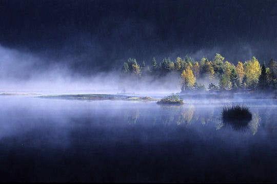 http://www.linternaute.com/nature-animaux/geologie/photo/les-vosges/image/aube-lac-tourbeux-286260.jpg