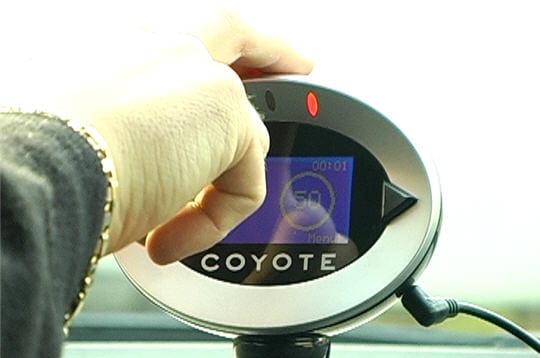 d tection d 39 un radar mobile l 39 avertisseur de radar coyote linternaute. Black Bedroom Furniture Sets. Home Design Ideas