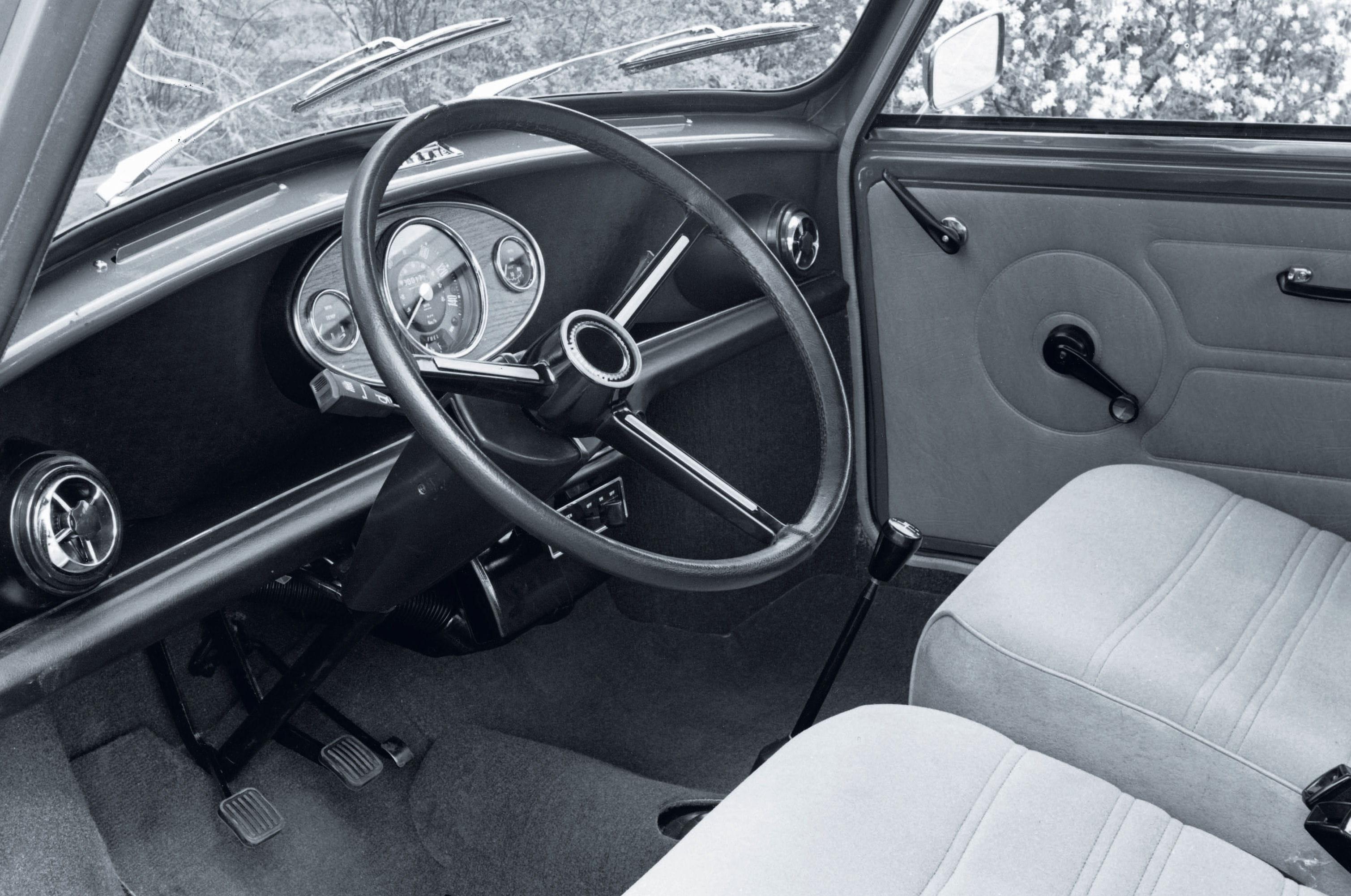 forum passion automobiles des ann es 70 80 tout sur l 39 austin mini. Black Bedroom Furniture Sets. Home Design Ideas