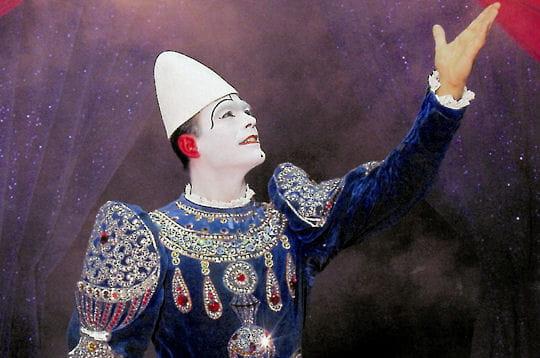 alberto caroli est un clown blanc, issu de l'une des plus prestigieuses familles