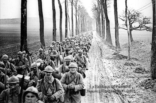 1918. la guerre touche à sa fin, mais la bataille de picardie, de mars à