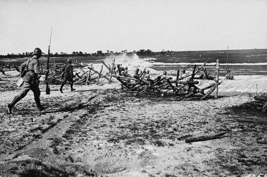 soldats en plein assaut en 1917.