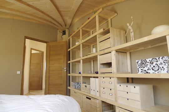 La chambre des parents une maison qui peut tourner avec for Amenagement chambre parents