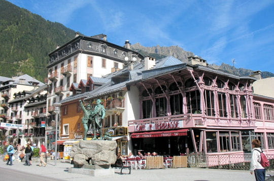 Dans le centre ville chamonix linternaute for Chamonix piscine