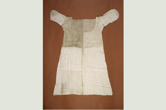 telle une relique, voici le dernier vêtement qui subsiste de la garde-robe de la