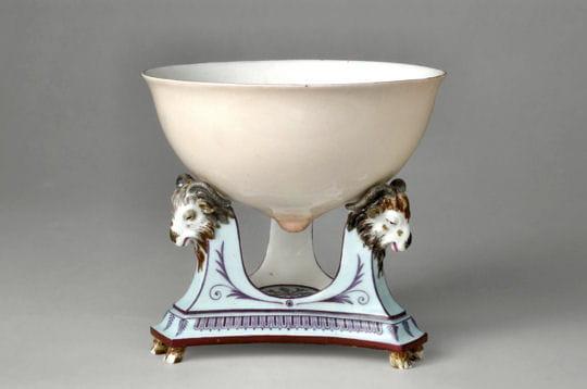 cettejatte-téton, réalisée en 1787 par la manufacture royale de sèvres,