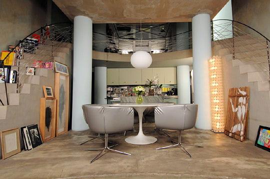 l 39 espace cuisine design visitez deux lofts d 39 exception linternaute. Black Bedroom Furniture Sets. Home Design Ideas