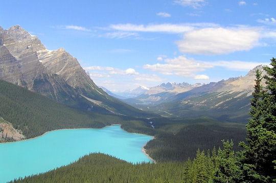 la beauté des paysages canadiens n'est pas une légende. les lacs et les immenses