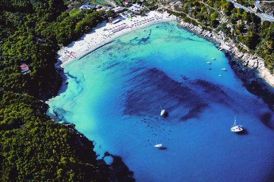 une des uniques plages de l 39 le d 39 elbe mers d 39 italie linternaute. Black Bedroom Furniture Sets. Home Design Ideas