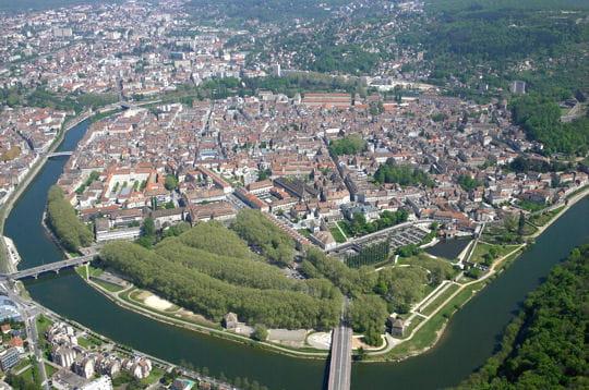 http://www.linternaute.com/sortir/monument/photo/vauban-au-patrimoine-de-l-humanite/image/citadelle-besancon-303093.jpg