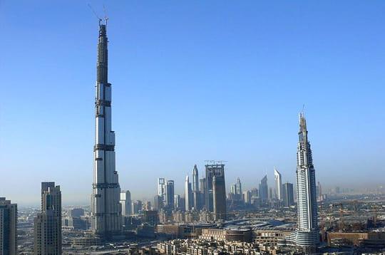 une tour de plus de 800 mètres de haut. c'est le défi architectural de burj