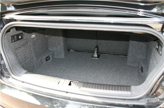 coffre logeable et d 39 une contenance satisfaisante audi a3 cabriolet 1 8 tfsi 160 chevaux. Black Bedroom Furniture Sets. Home Design Ideas