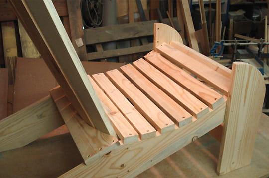 assemblage de l 39 assise fabriquer un fauteuil en bois linternaute. Black Bedroom Furniture Sets. Home Design Ideas