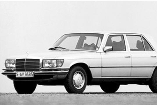 voiture de l 39 ann e 1974 mercedes 450s les voitures de l 39 ann e de 1970 1980 linternaute. Black Bedroom Furniture Sets. Home Design Ideas