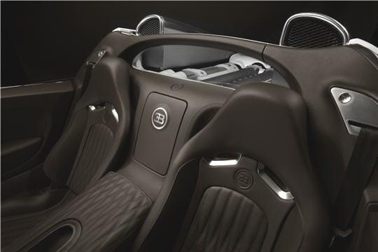 l 39 int rieur de la bugatti grand sport bugatti veyron 16 4 grand sport linternaute. Black Bedroom Furniture Sets. Home Design Ideas