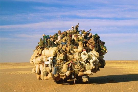 http://www.linternaute.com/auto/magazine/photo/les-photos-de-voitures-insolites-des-lecteurs/image/desert-galere-318957.jpg