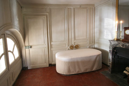 this is versailles petit trianon bathroom of the duc d 39 orl ans. Black Bedroom Furniture Sets. Home Design Ideas